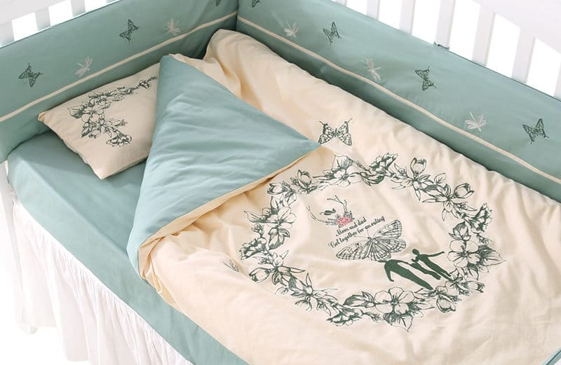 Victorian 8 Piece Baby Bedding Crib Set